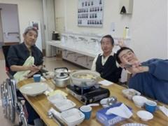 男性3人が鍋を囲んで楽しんでおられる画像です