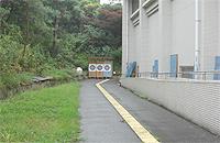 屋外アーチェリー場の画像です。的が3個あります。他運動施設が隣接していないため安全です。