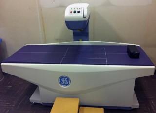 骨塩定量検査器具の画像です。この機器で骨密度を測定します。
