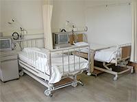 病室の画像です。医療用ベッドが2台ならんでいます。
