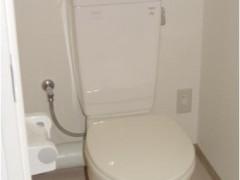 トイレの画像です。一般的な洋式トイレです。