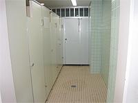 各フロアのトイレの画像です。こちらは通常のトイレです。