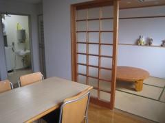 自立訓練室2枚目の画像です。リビングの続きに和室があります。