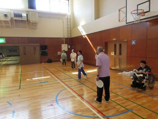 「フライングディスク教室・体験会」が体育館で開催されました。