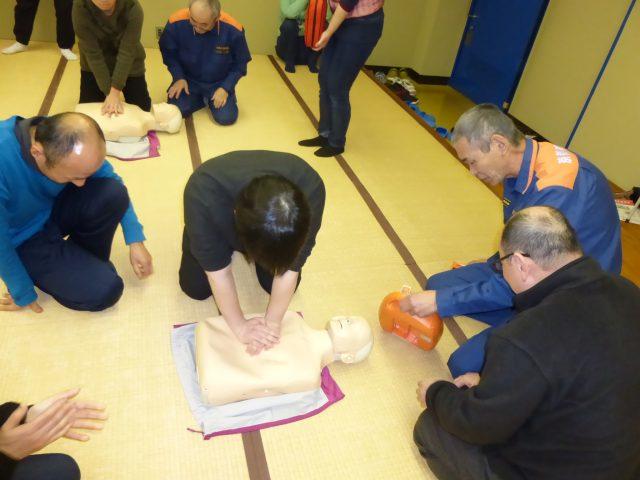写真3 胸骨圧迫法実習の様子