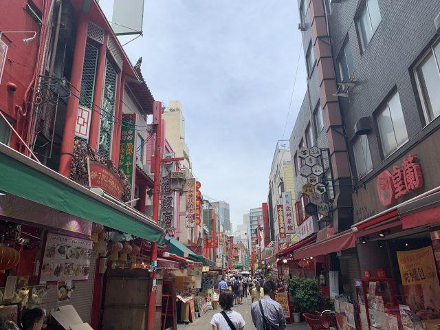 写真2 たくさんの飲食店が並ぶメインストリート
