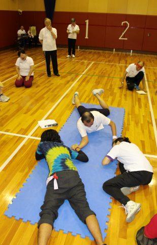 写真3 腕相撲大会
