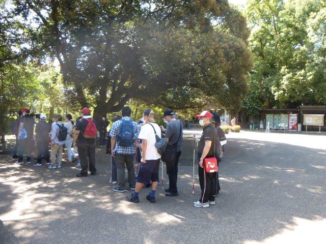 写真3 植物園で集合する様子