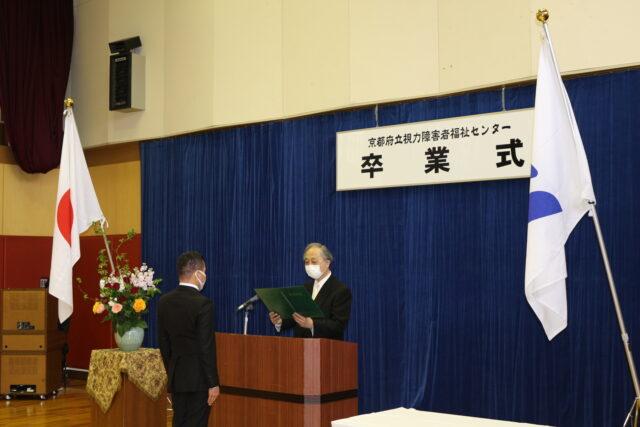 写真2 卒業証書授与の様子